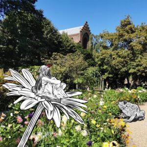 Tommelise siddende på en blomst